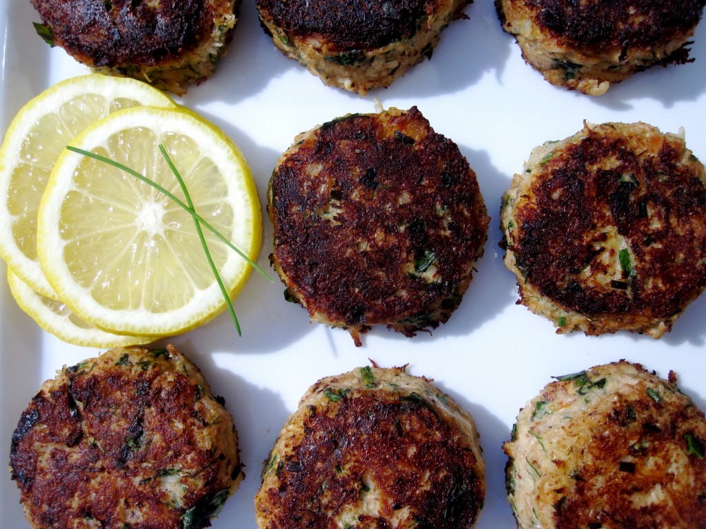 Crab Cakes with Mustard and Herbs | Tummyrumblr