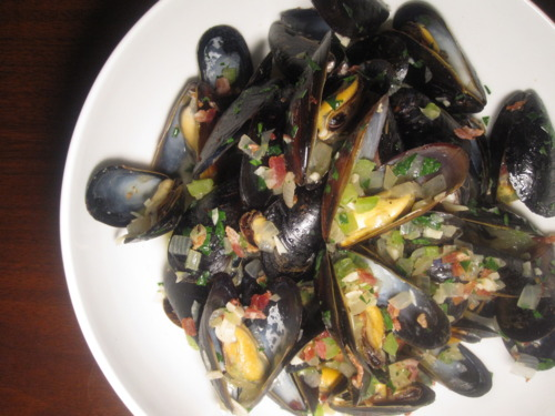 Beer-Steamed Mussels with Bacon and Fennel | Tummyrumblr